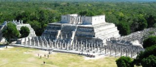 Temple of the Warriors, Chich�n Izt� - by David Hammer.